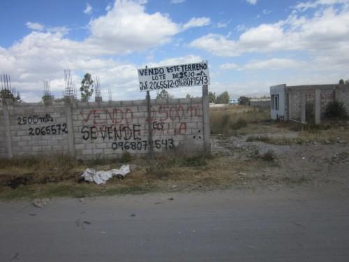 VENDO DE OPORTUNIDAD TERRENO CERCA MARIANITAS DE CALDERON