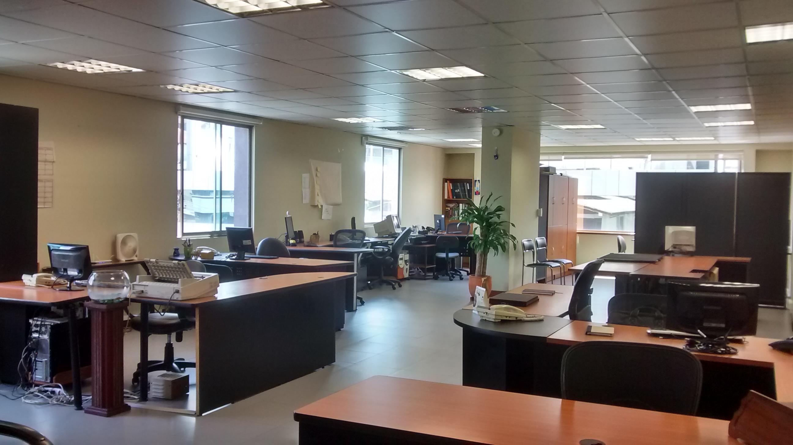 Oficina de venta en Quito sector La Coruña