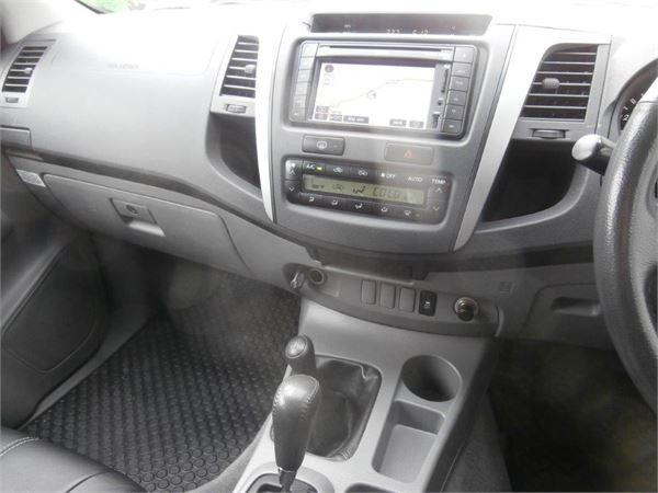 Toyota Hilux color negro