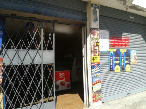 tienda de abarrotes de venta en Tumbaco