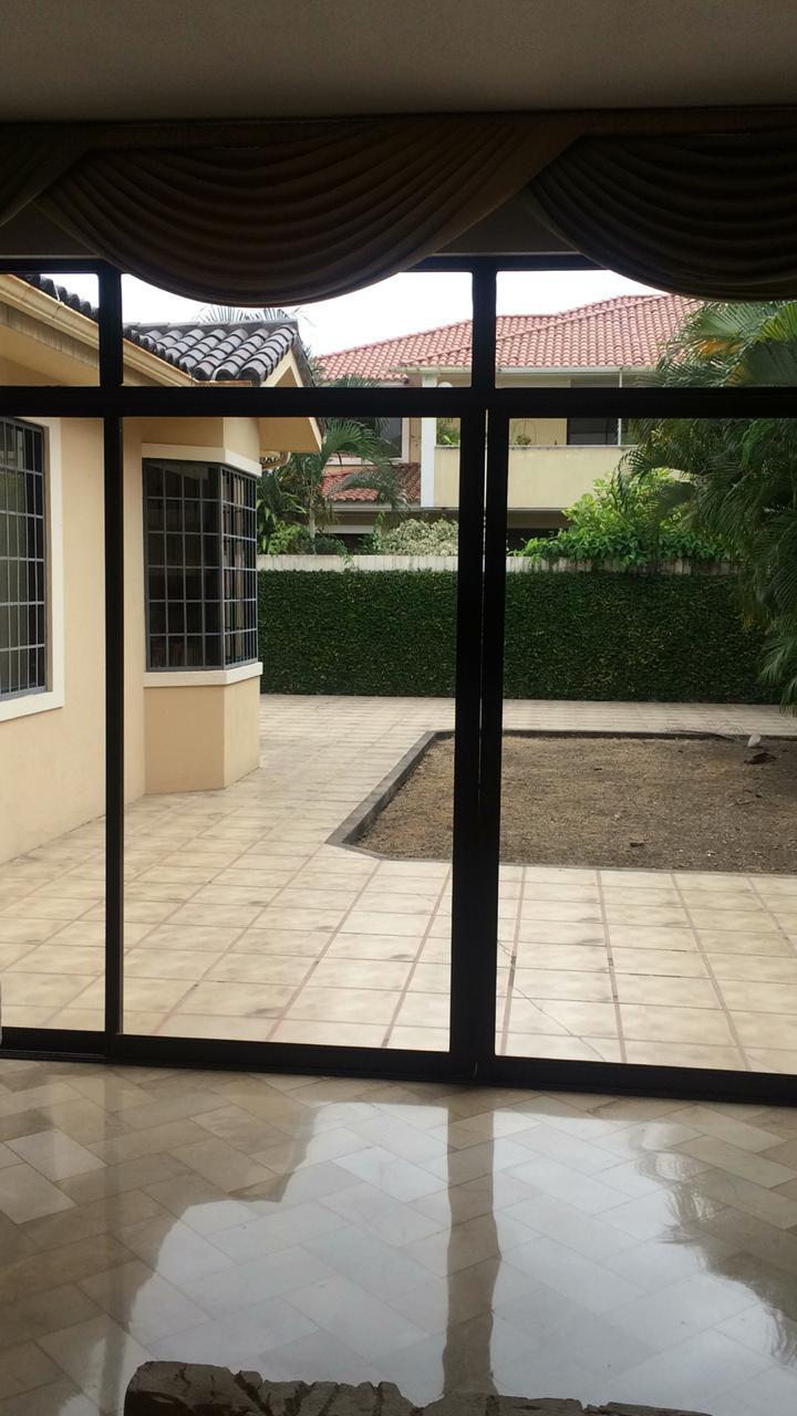Casa Rio Grande en via a Samborondon
