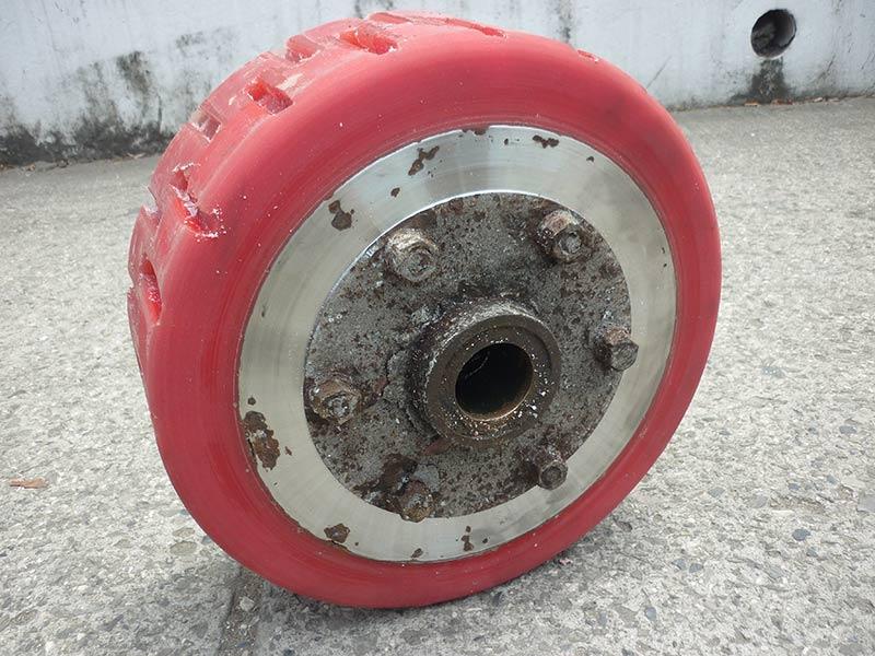 Revestimiento-de-rueda-en-poliuretano-para-tolvas